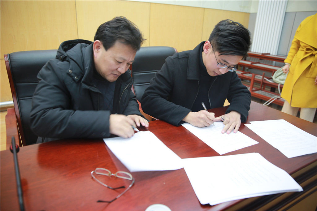 泰安长城中学组织召开青年教师培养会议